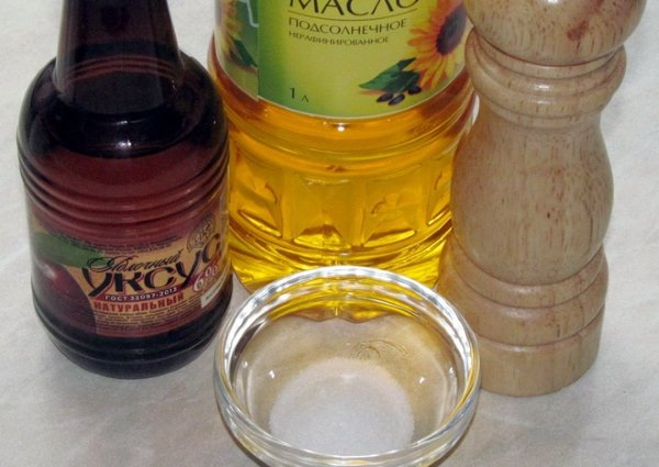 Растительное масло и уксус